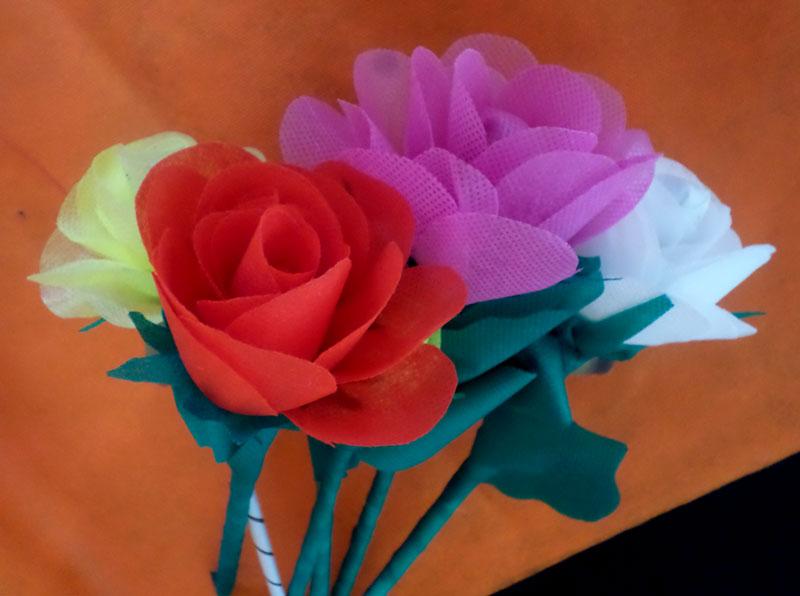 como fazer rosas tnt decoracao festa junina escola casa (1)