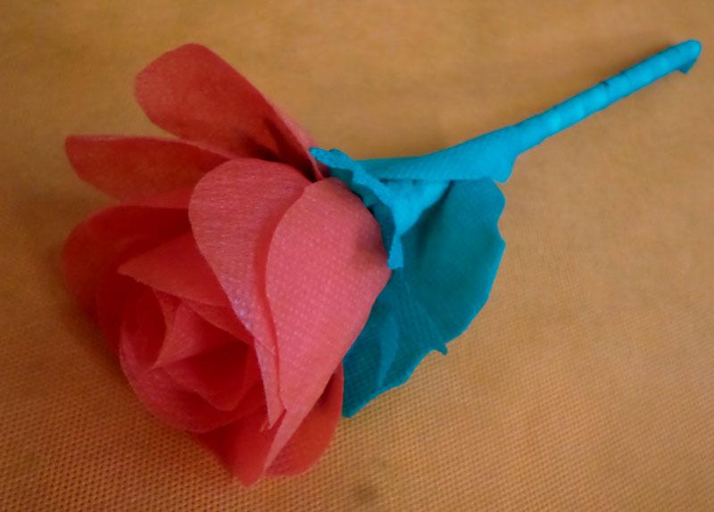 como fazer rosas tnt decoracao festa junina escola casa (2)