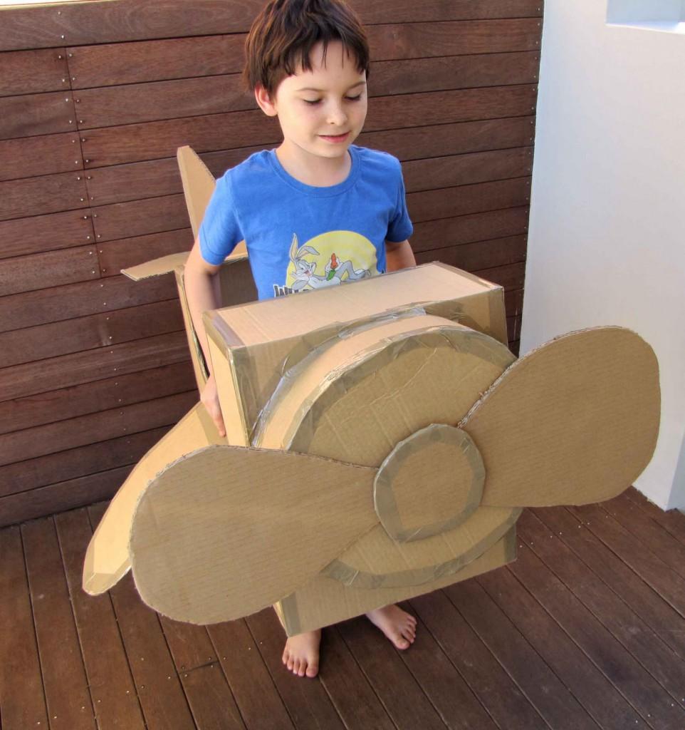 modelo aviao feito papelao crianca brinquedo reciclado (2)