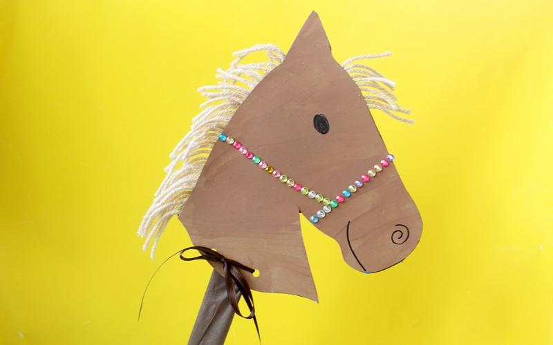 como fazer cavalinho caixa cereal papelao brinquedo reciclado criancas (1)