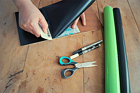 como fazer lousinha quadro negro papael contact adesivo crianca brincadeira escolinha em casa (2)