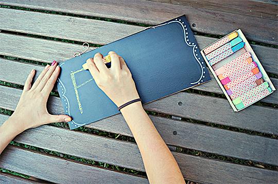 como fazer lousinha quadro negro papael contact adesivo crianca brincadeira escolinha em casa (5)
