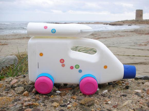 brinquedo reciclado sucata carrinhos embalagem plastica amaciante meninos brincar (1)