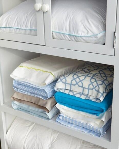 11 dicas truques organizar casa colocar os lençóis dobrados dentro das fronhas   (1)