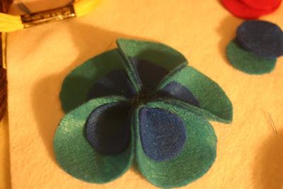 como fazer flores feltro arranjo cabelo broches roupa infantil menina bebe (3)