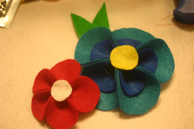 como fazer flores feltro arranjo cabelo broches roupa infantil menina bebe (5)