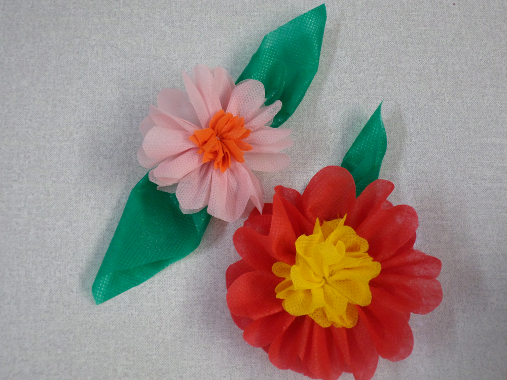video passo a passo flores de tnt decoracao festinha escola festa junina (1)