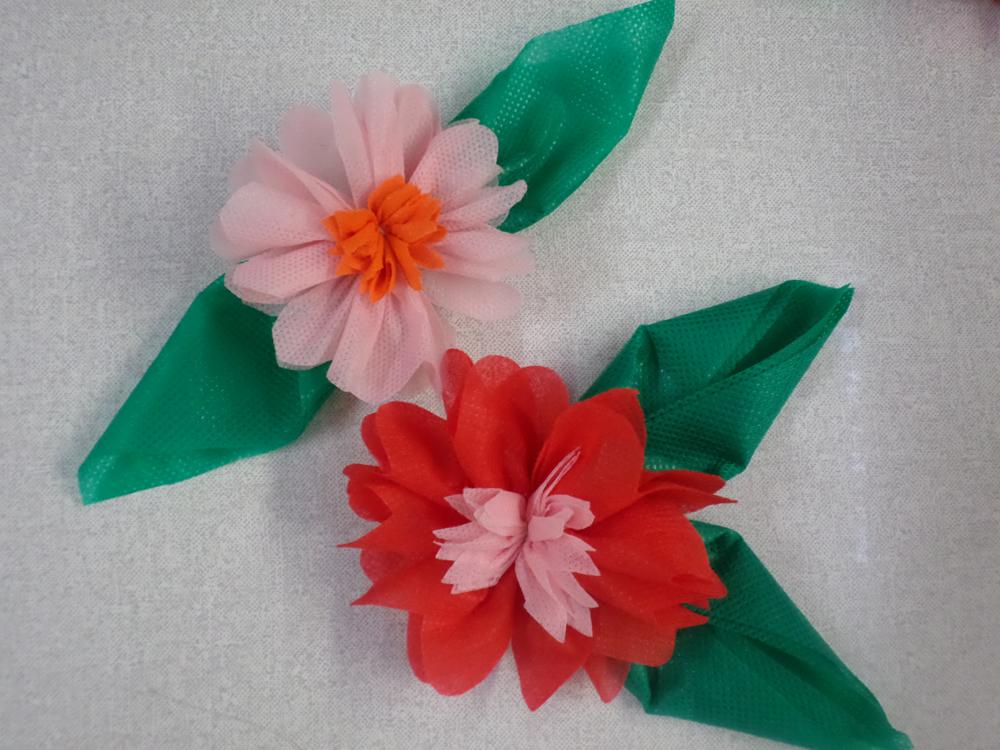 video passo a passo flores de tnt decoracao festinha escola festa junina (2)
