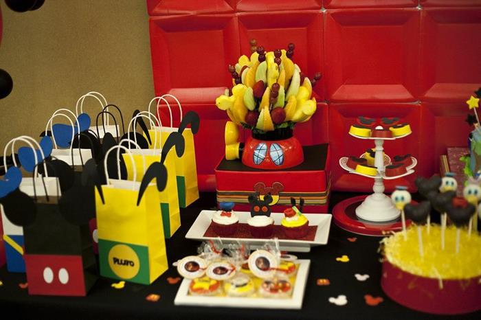 6 ideias criativas festa aniversario mickey decoracao mesa doces bolo lembrancinha criancas (1)