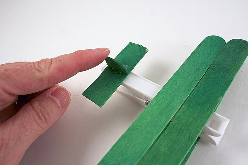 como fazer brinquedo reciclado aviaozinho palito picole pregador roupa criancas brincar atividade escolar  (5)