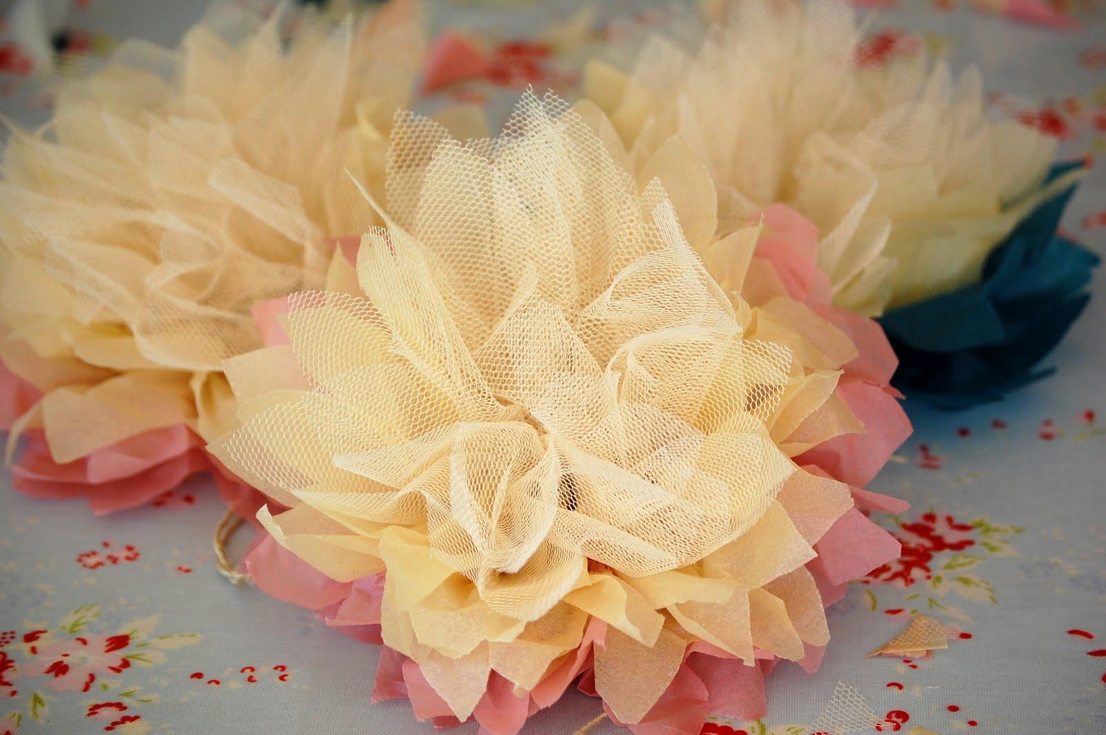 como fazer pompom papel de seda tule decoracao festa aniversario batizado casamento cha de bebe (1)