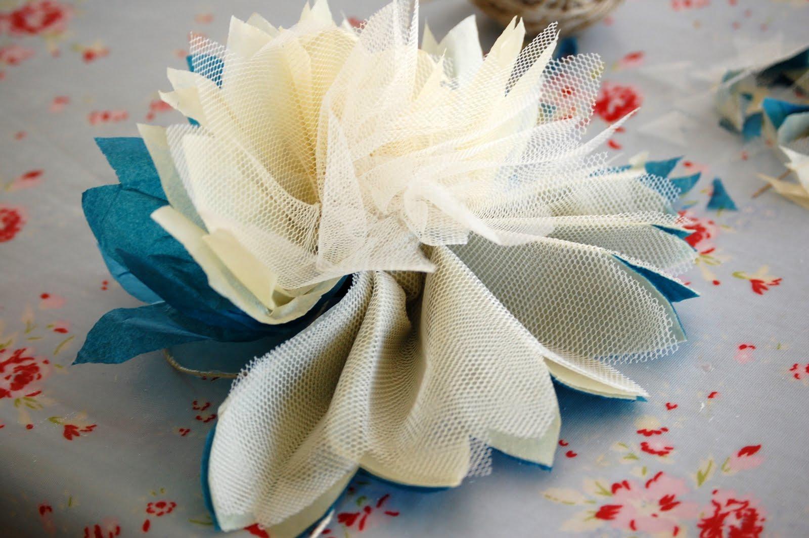 como fazer pompom papel de seda tule decoracao festa aniversario batizado casamento cha de bebe (6)