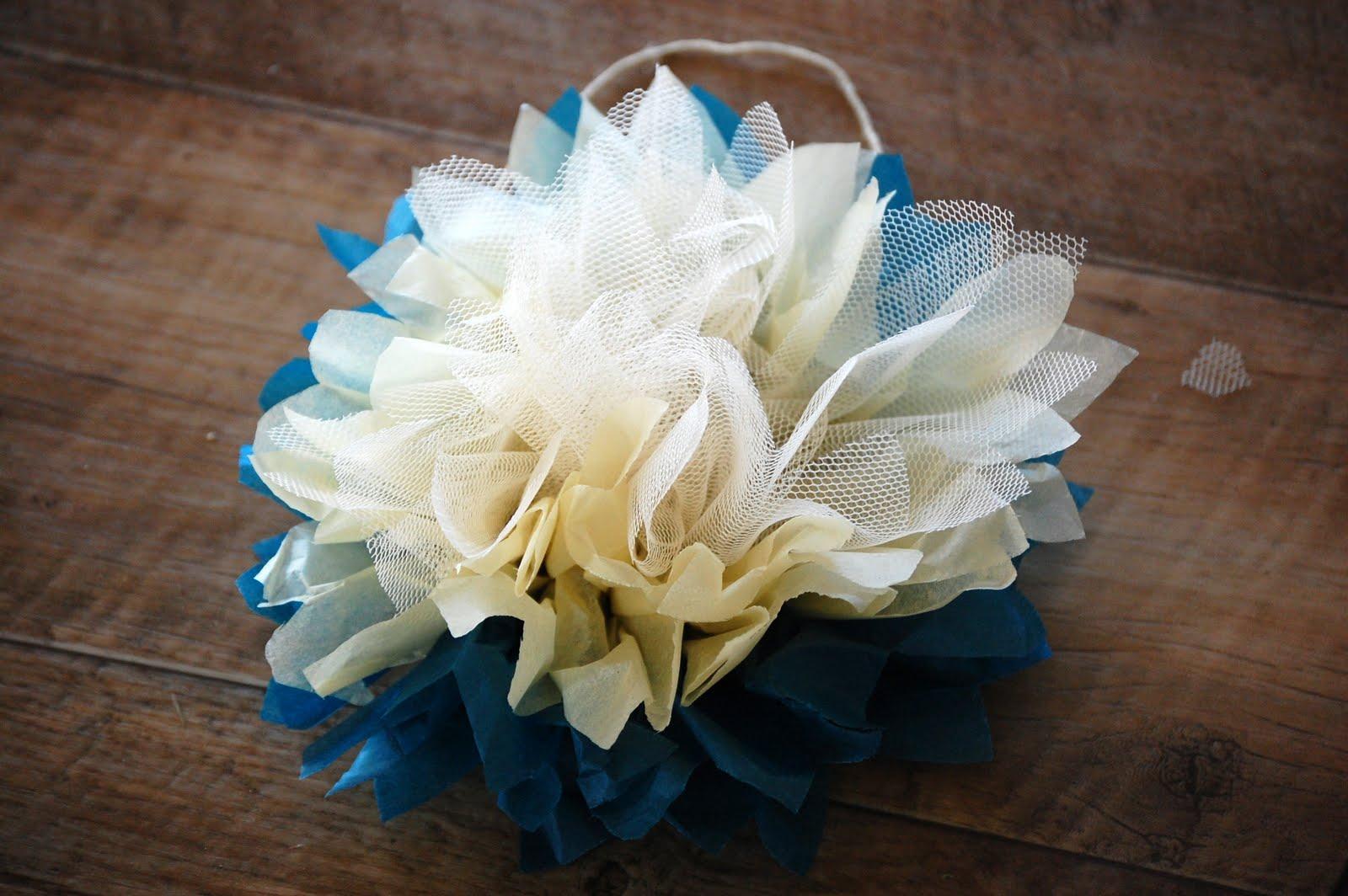 como fazer pompom papel de seda tule decoracao festa aniversario batizado casamento cha de bebe (7)