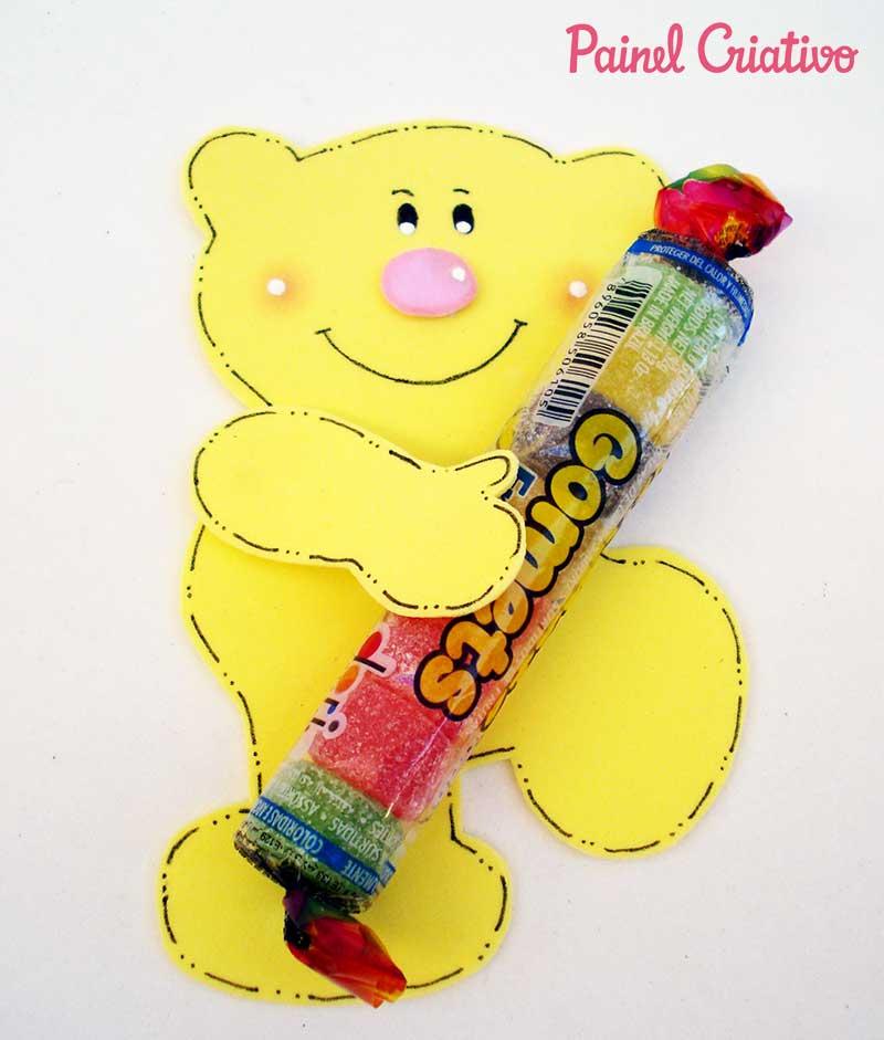 lembrancinha-dia-das-criancas-eva-ursinho-porta-pirulito-escola-artesanato-painel-criativo-4